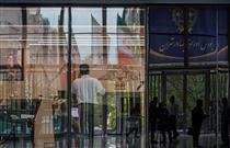 یک فروشگاه و روزنامه در راه ورود به بورس