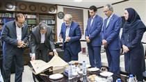 اهدای کتاب نفیس قرآنطباخ به استانداری بوشهر