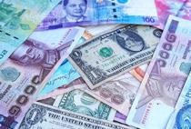 کاهش قیمت دلار و یورو در صرافی بانکها