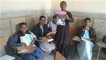 توزیع کتاب های اهدایی بانک گردشگری در مناطق محروم