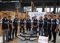 حمایت بانک ملی از قهرمان مسابقات روباتیک