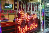 صرافان و بازاریها از توزیع ارز خودداری میکنند